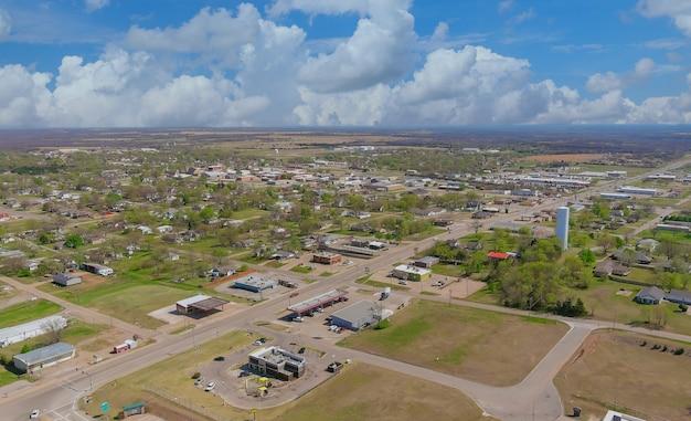 Vue aérienne de quartiers résidentiels à beau paysage urbain de la ville le stroud oklahoma usa