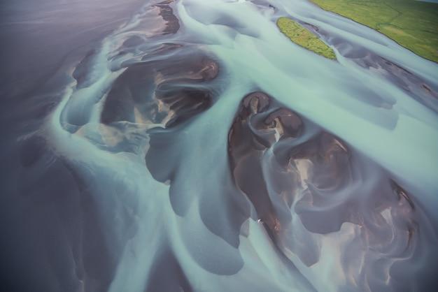 Vue aérienne des rivières glaciaires en islande