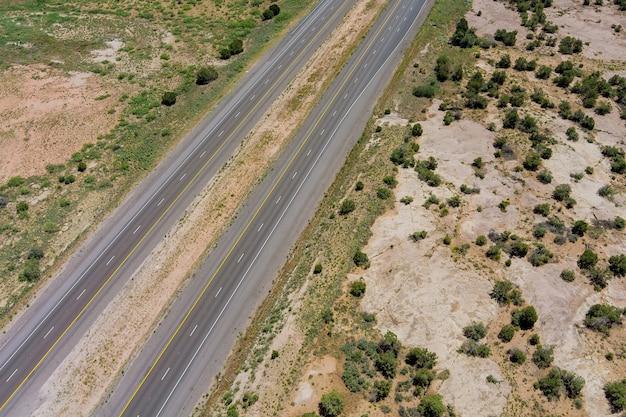 Vue aérienne sur la route 66 route du désert au nouveau-mexique nous