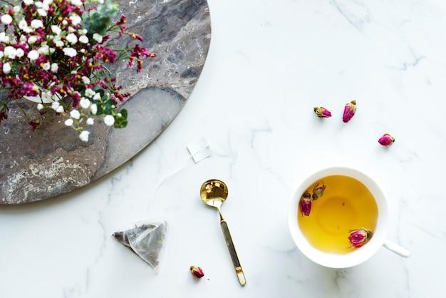 Vue aérienne, de, thé rose chaud, boisson