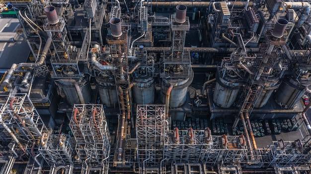 Vue aérienne d'une usine pétrochimique, d'une raffinerie de pétrole.
