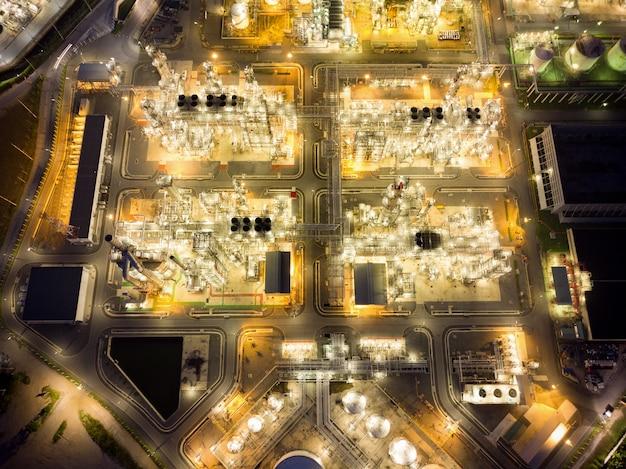 Vue aérienne de l'usine de raffinage de pétrole chimique
