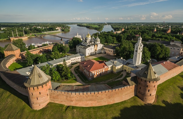 Vue aérienne de velikiy novgorod kremlin en russie. objet du patrimoine mondial de l'unesco