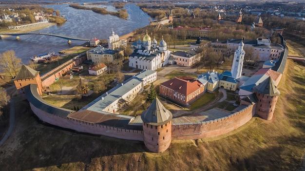 Vue aérienne de velikiy novgorod kremlin en russie