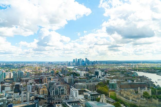 Vue aérienne de la ville de londres avec la tamise, royaume-uni