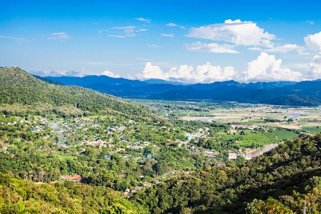 Vue aérienne de la ville de tha ton, province de chiang mai, dans le nord de la thaïlande
