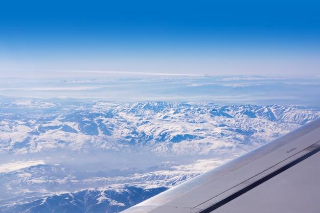 Vue de l'aile d'avion avec la neige turquie