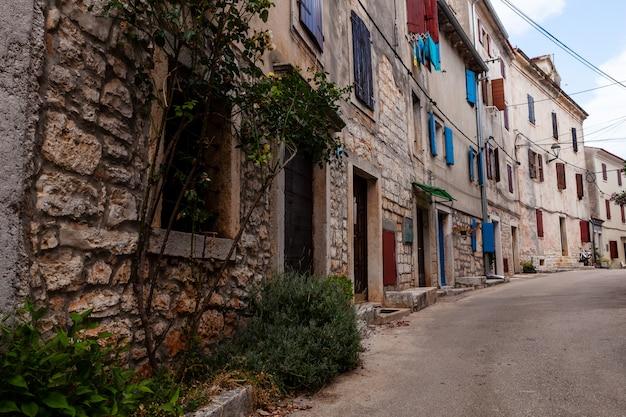 Vue de l'allée typique d'istrie à villa, bale, croatie