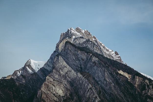 Vue sur les alpes le long de la frontière française