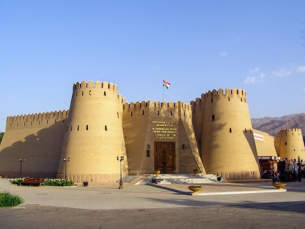 Vue de l'ancienne forteresse et du musée historique de la ville de khujand, tadjikistan