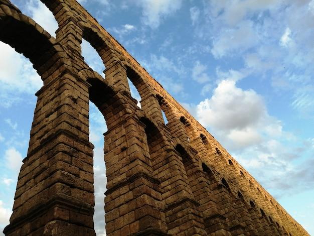 Vue de l'aqueduc romain de ségovie, espagne