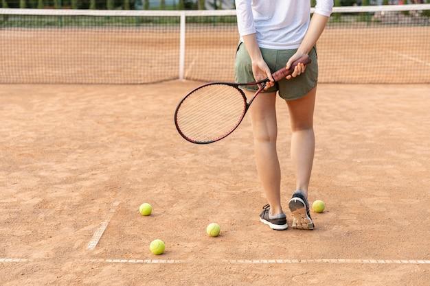 Vue arrière, femme, tennis