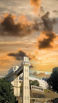 Vue de l'ascenseur lacerda carte postale de salvador bahia brésil.