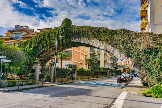 Vue au pont d'hannibal à rapallo, italie