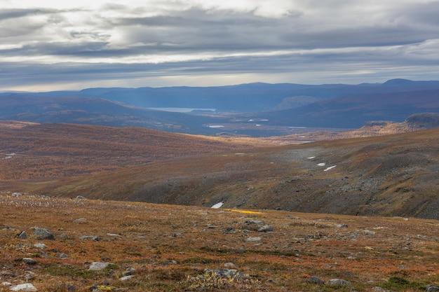 Vue d'automne du parc national de sarek, laponie, comté de norrbotten