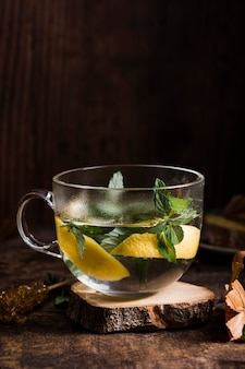 Vue avant eau chaude au citron