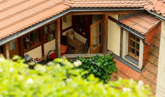 Vue sur le balcon de la vieille maison, europe