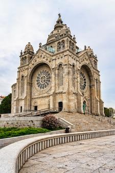 Vue de la basilique santa luzia à viana do castelo, portugal.