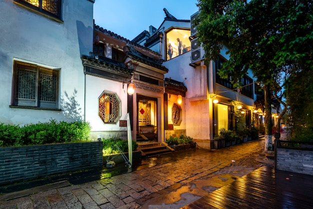 Vue de la belle nuit de la ville antique de tongli, province du jiangsu