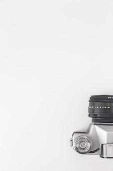 Vue de la caméra vintage d'en haut, isolé sur blanc.