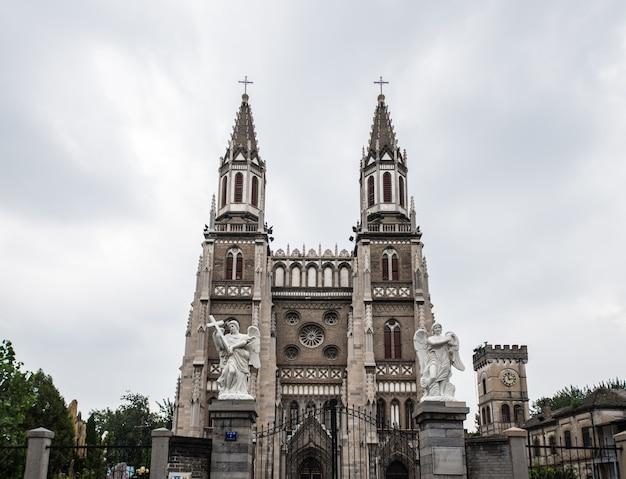 Vue sur la cathédrale de loin