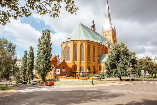 Vue sur la cathédrale de saint jacques l'apôtre à szczecin, pologne