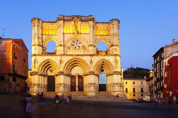 Vue de la cathédrale sur le soir. cuenca, espagne
