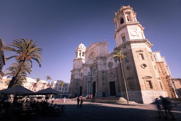 Vue de la cathédrale de la ville de cadix à andalousie, en espagne.