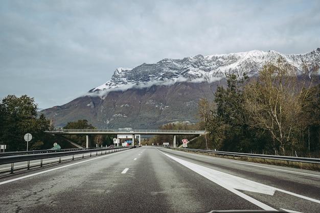 Vue sur la célèbre montagne de la dent d'arclusaz