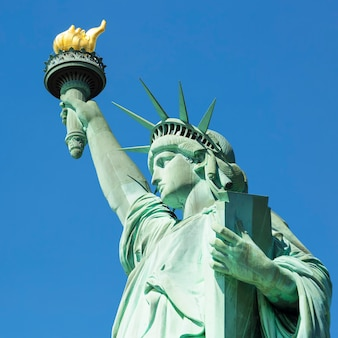Vue de la célèbre statue de la liberté, new york.