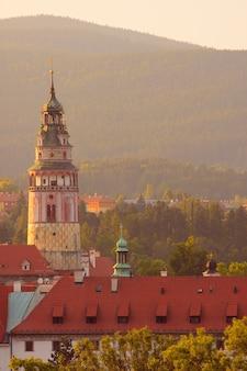 Vue de cesky krumlov à l'heure du coucher du soleil