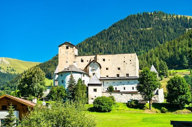 Vue sur le château de naudersberg à nauders - tyrol, autriche