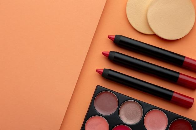 Vue ci-dessus agencement de produits de maquillage
