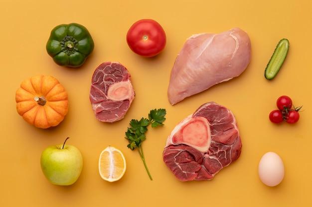 Vue ci-dessus arrangement d'aliments sains