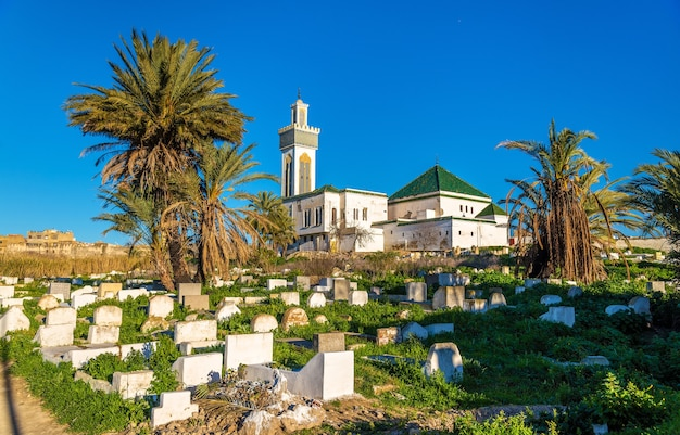 Vue d'un cimetière musulman à meknès - maroc