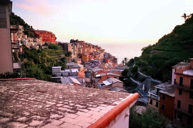 Vue des cinque terre au coucher du soleil, italie