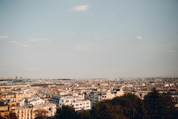 Vue commune de paris depuis la colline de monmartre