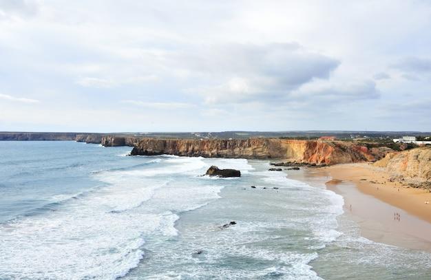 Vue de la côte de cabo san vicente, algarve, portugal