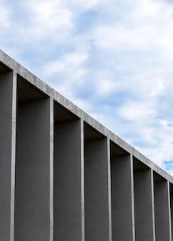 Vue de côté de la construction en pierre