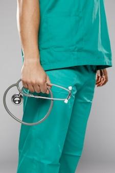 Vue côté, de, docteur masculin, tenue, stéthoscope