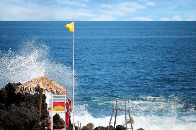 Vue côtière aux açores, portugal