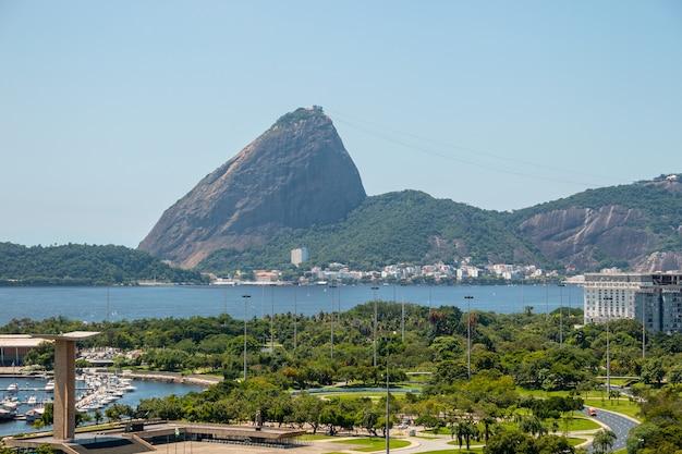 Vue De La Décharge Flamande, Pain De Sucre Et Baie De Guanabara à Rio De Janeiro Au Brésil. Photo Premium