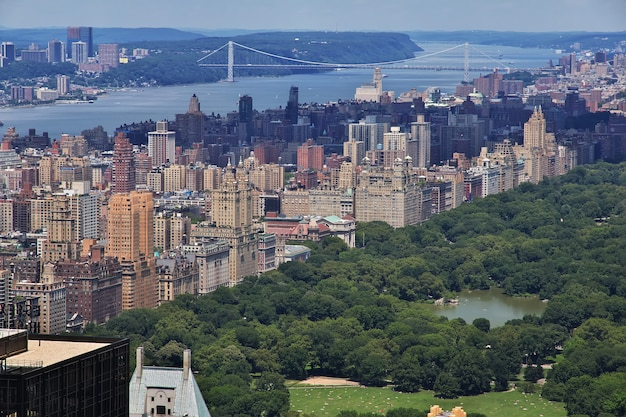 La vue depuis le centre rockefeller à new york, états-unis