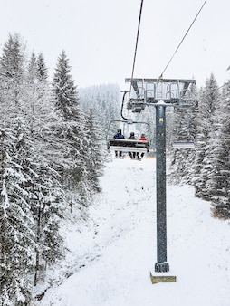 Vue depuis le télésiège à l'espace de copie de la station de ski