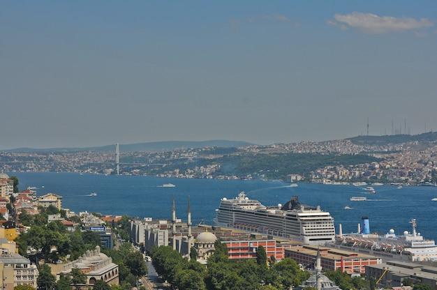 Vue depuis la tour de galata au bosphore à istanbul
