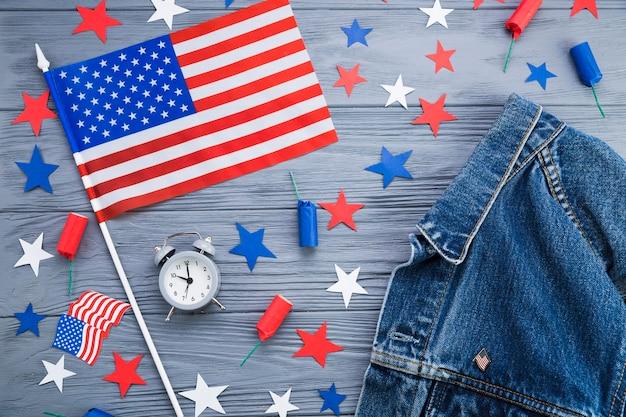 Vue de dessus des accessoires de la fête de l'indépendance américaine