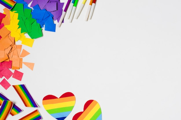 Vue de dessus accessoires gay pride avec espace copie