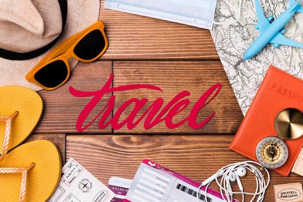 Vue de dessus des accessoires de la journée mondiale du tourisme