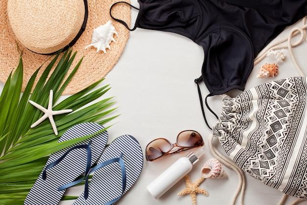 Vue de dessus des accessoires de plage.