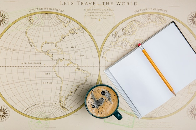 Vue de dessus agenda et carte du monde